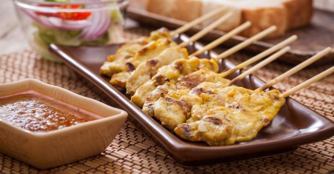Brochettes de poulet sauce satay (8 brochettes) | MADAME PATRICIA MORARD