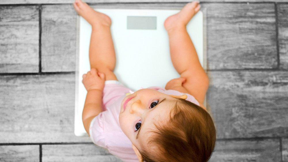 les bébés devraient-ils perdre du poids après la naissance