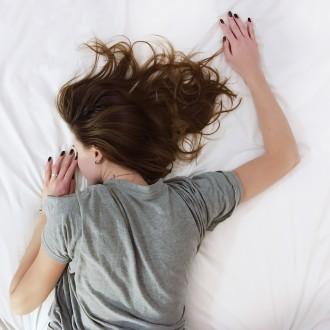 Perdre du poids en dormant : c'est possible ? - CalculerSonIMC