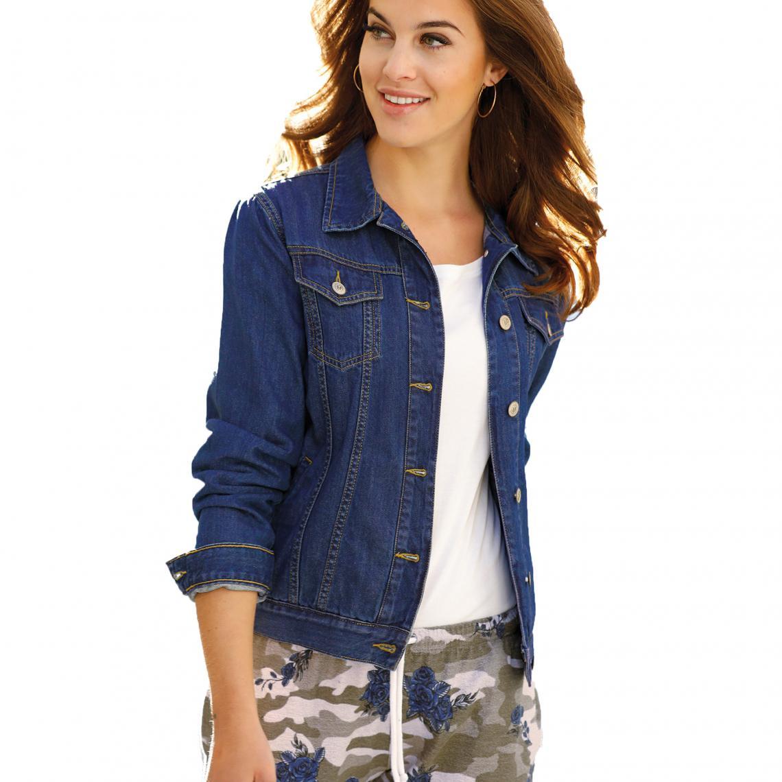 Mode + 50 ans : comment porter la veste en jean sans paraître midinette ?