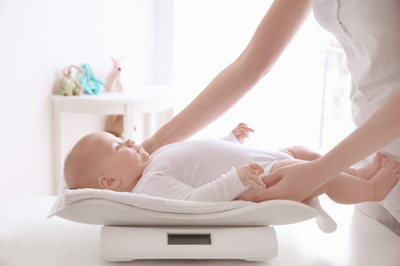 perte de poids typique du nourrisson après la naissance