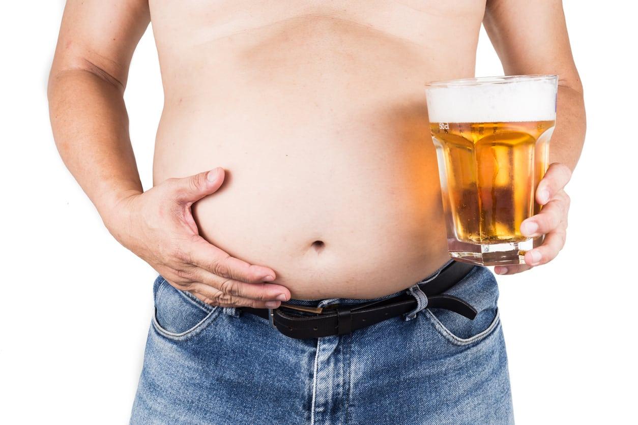Quel rôle joue l'alcool dans la prise de poids ?